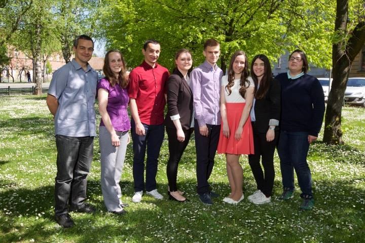 Članovi Financijskog impulsa sa svojim mentorima nakon Festivala znanosti